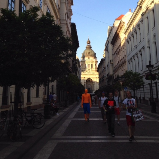 Budapest-orange-apparition