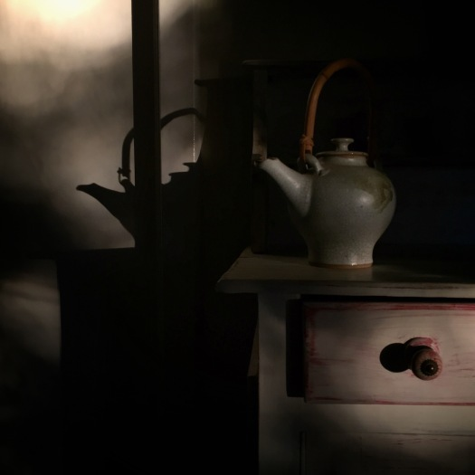 teapot-winter-light