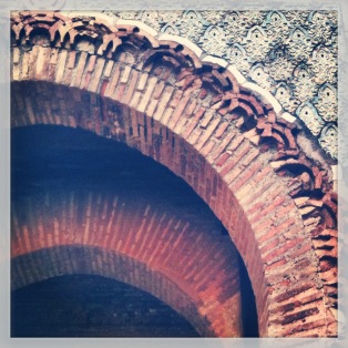 Classic Moorish arch at Alhambra